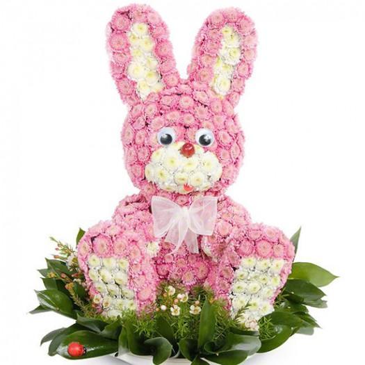 Розовый зайчик из живых цветов