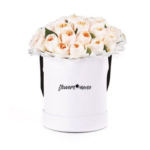 35 пионовидных роз в шляпной коробке